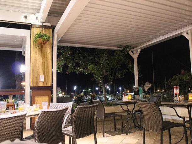 ハワイ伝統料理の老舗でオーシャンビューの景色も堪能
