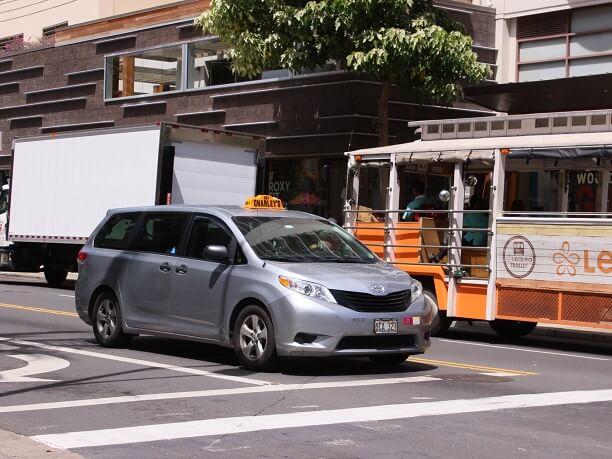 【チップ代は?呼び方は?】ハワイでのタクシーの乗り方