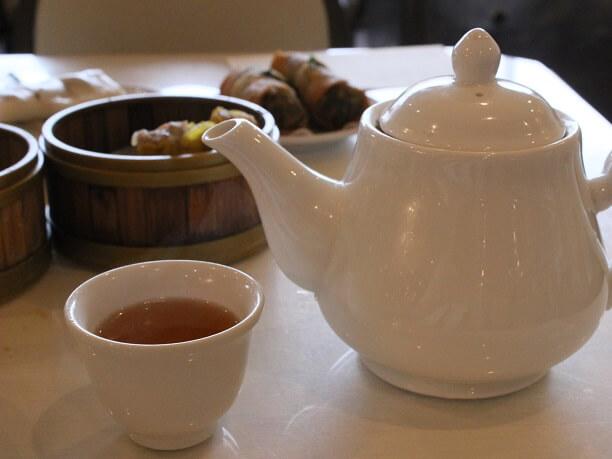 サービスでついてくるお茶