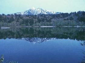 湖面に浮かぶ逆さ利尻富士