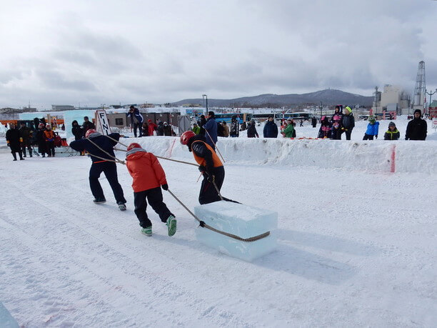 氷を運ぶレース