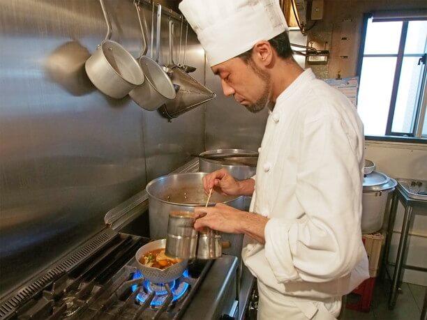 一人分ずつ小鍋で作るスープカレー