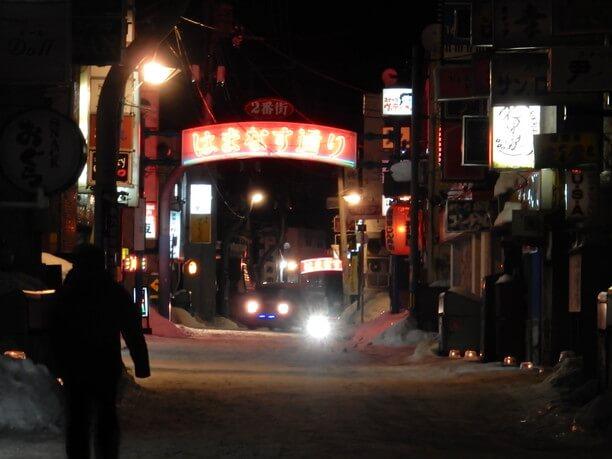 夜の繁華街・はまなす通り