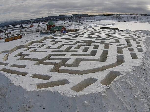 雪で作った巨大迷路