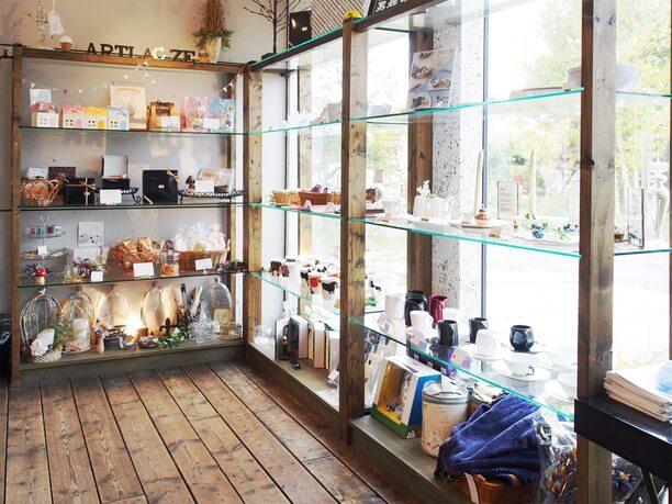 陶器などの雑貨販売コーナー