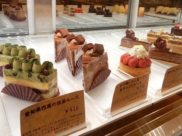 定番から季節限定まで10数種類のケーキ