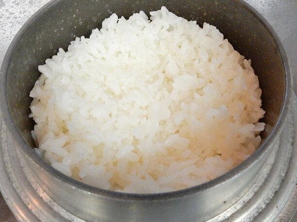 羽釜で炊き上げたふっくらご飯