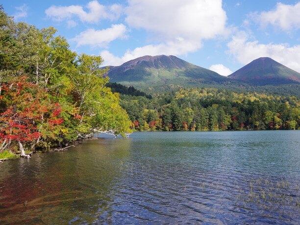 秋の紅葉シーズンの風景