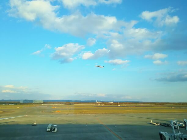 飛行機を眺めながらのお食事