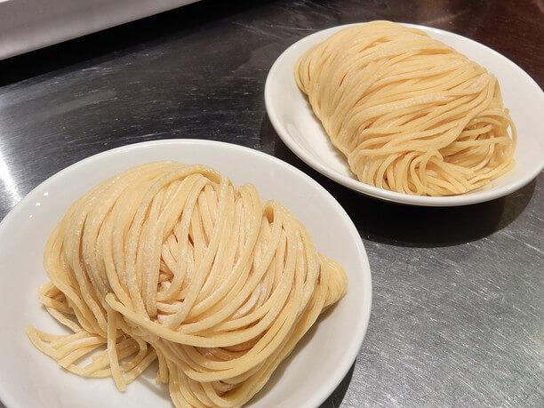 札幌の製麺所・森住製麺に特注している麺
