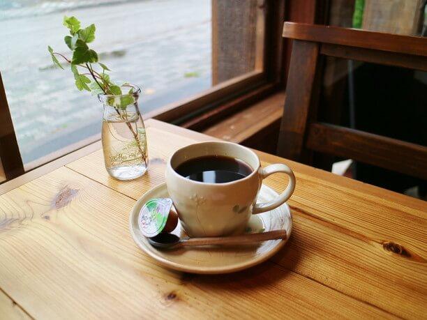 丁寧にハンドドリップで淹れたブレンドコーヒー