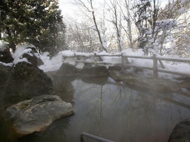 美瑛の四季を肌で感じられる開放的な露天風呂