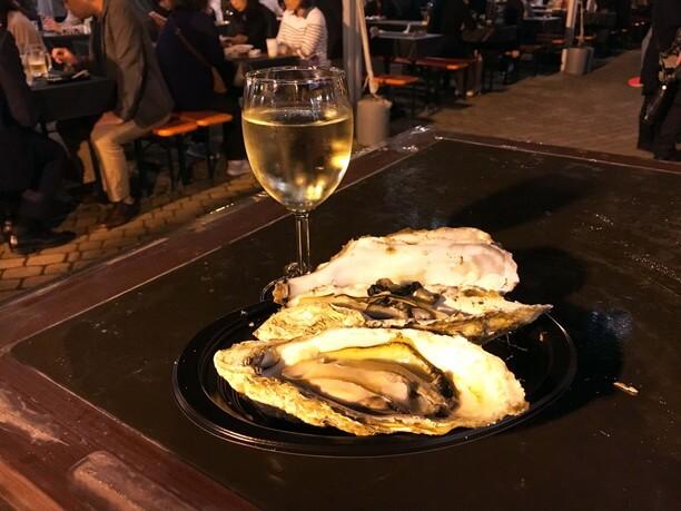 ぷりぷりの牡蠣とワイン