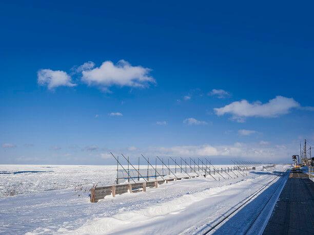 水平線まで白い大陸と化したオホーツク海