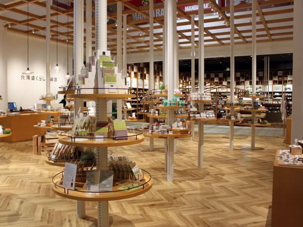 雑貨が並ぶ「北海道クラフトの森」