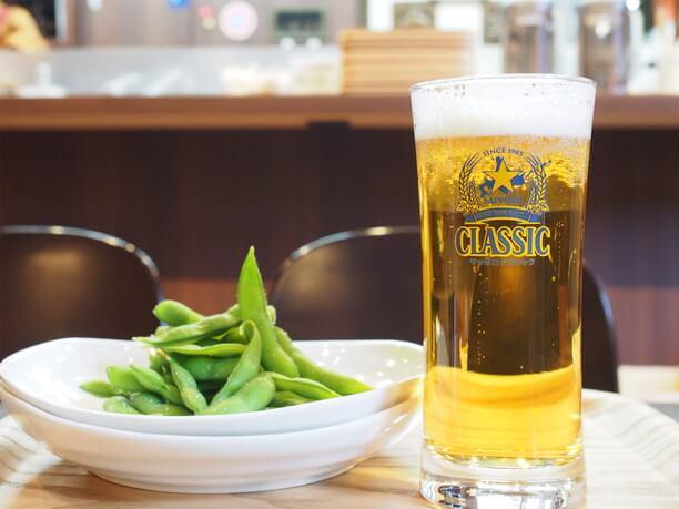 北海道限定サッポロクラシックの生ビール&えだまめ
