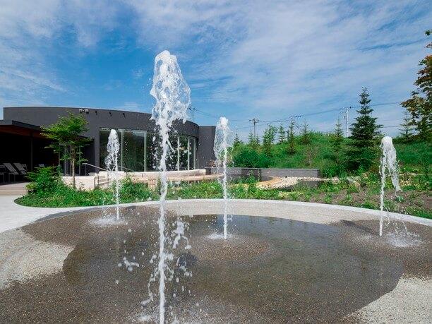 夏に開放される「水の遊び場」