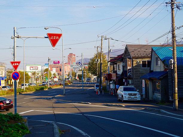 大きな通り沿い