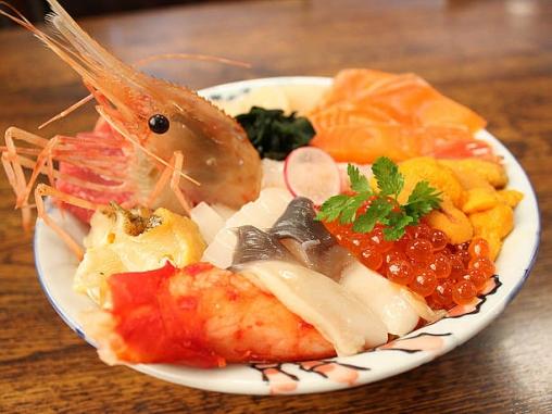 豪華な海鮮丼