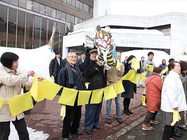 黄色いハンカチで参加者を歓迎
