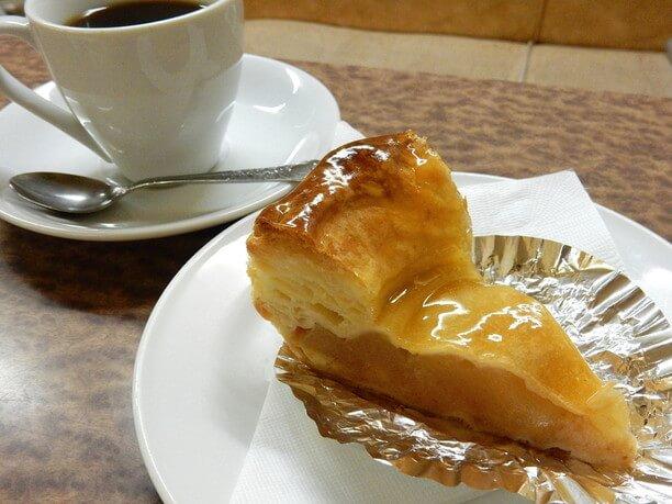 アップルケーキとコーヒー