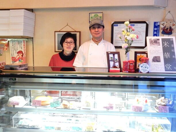 三代目の八木浩司さんと妻の明美さん