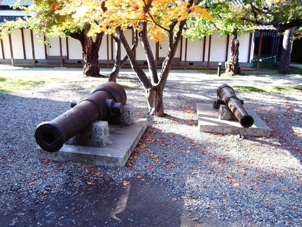 二門の大砲