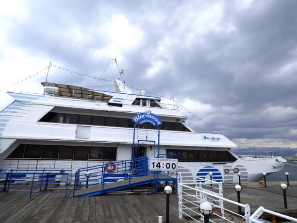 ブルームーンの旅客船