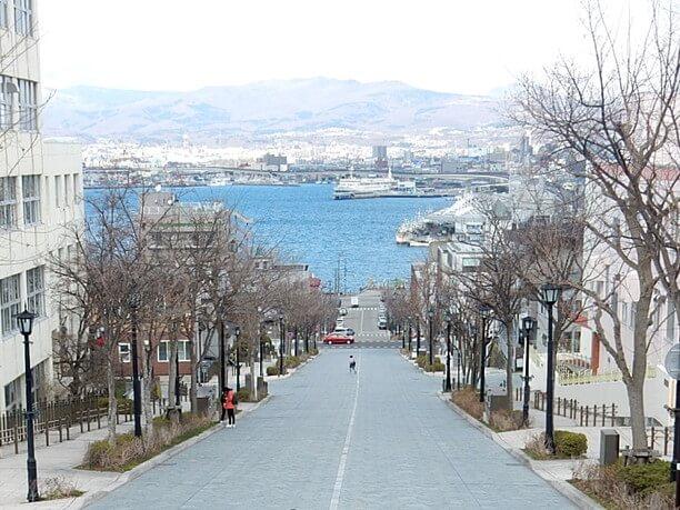坂からの海の景色