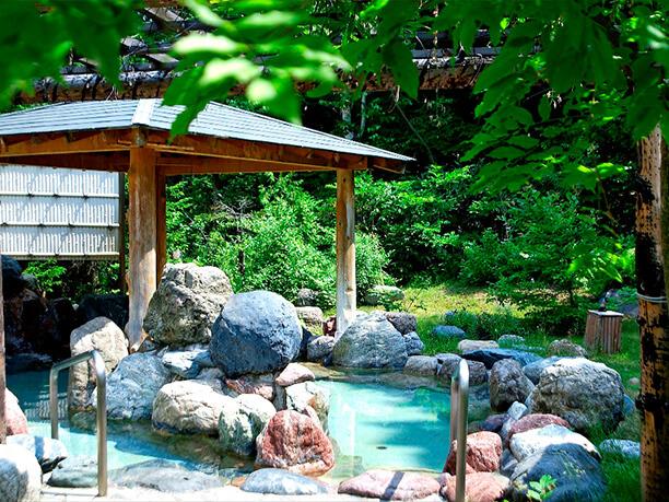 四季を楽しめる露天風呂