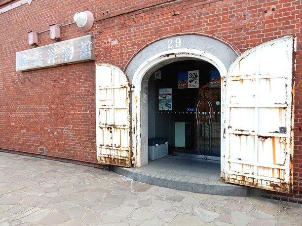 赤レンガ倉庫入り口