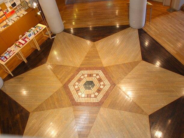 雪の結晶のデザインの床