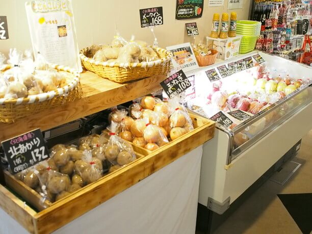 季節ごと旬の果物や野菜がある売店