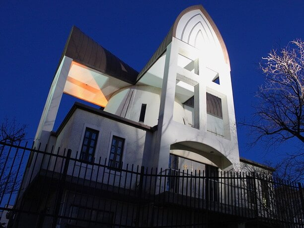 見上げた教会