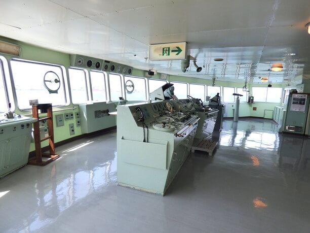 操縦室と無線連絡室