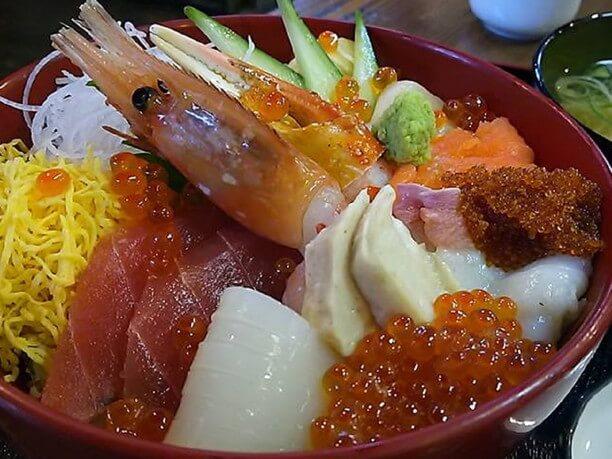 人気の海鮮丼