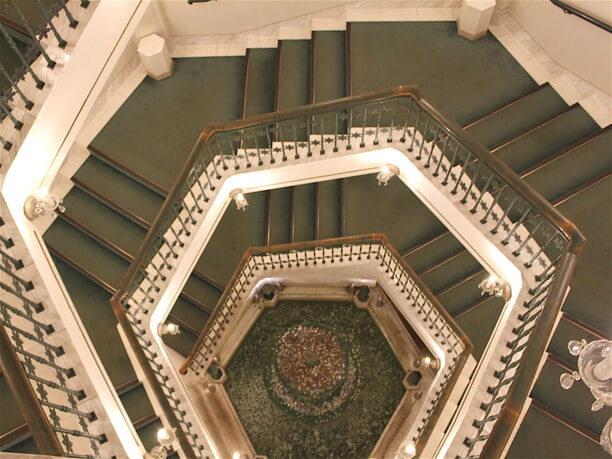 62段のらせん階段