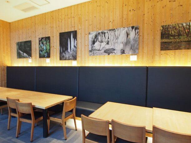 ギャラリーを兼ねたカフェスペース