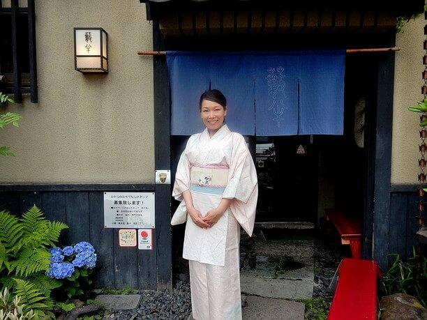 若女将の小川原明香さん