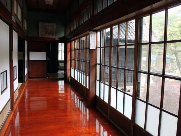 美しい木材の廊下