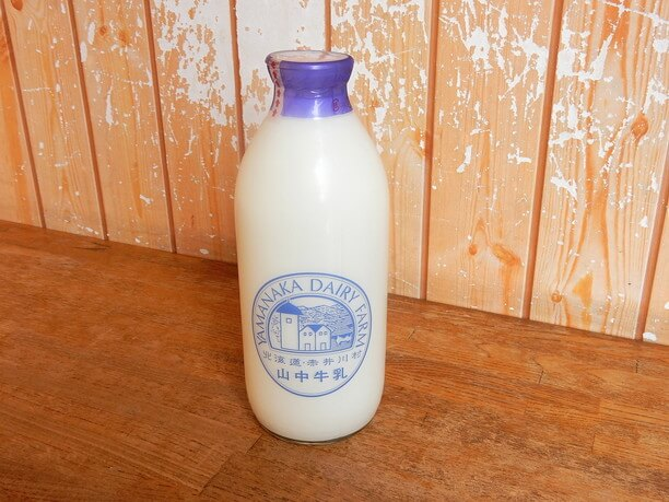 瓶入り牛乳900ml/380円