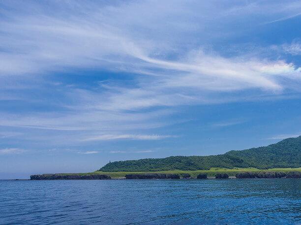 美しい草原と海