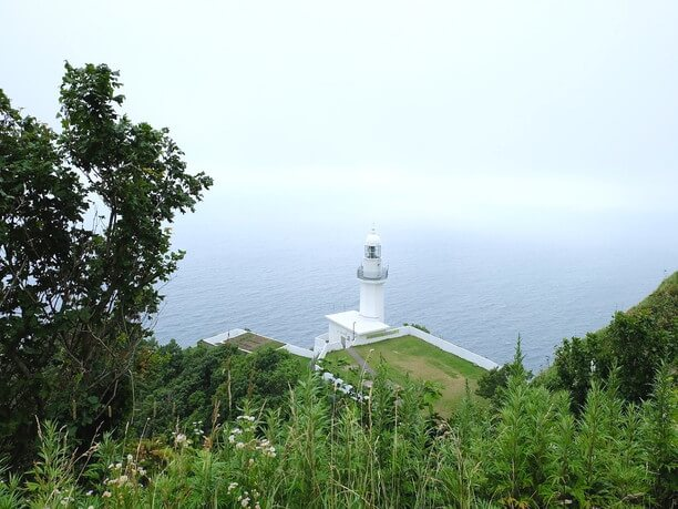 真っ白な灯台