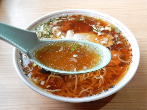 濁りのないすっきりとした味わいのスープ