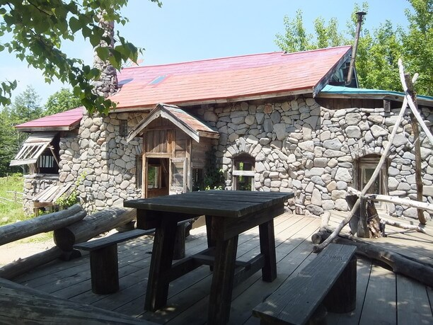 五郎の石の家正面