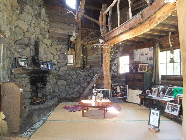 五郎の石の家のなか