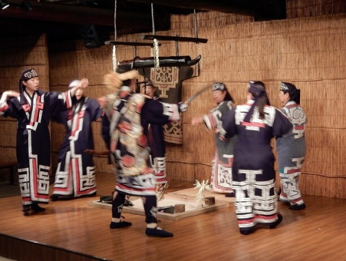 アイヌの古式舞踊