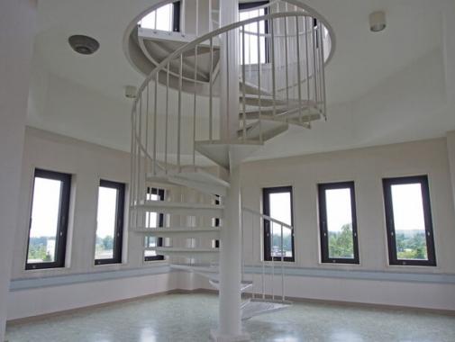 望楼(ぼうろう)内階段