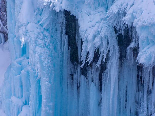 凍り付いたフレペの滝