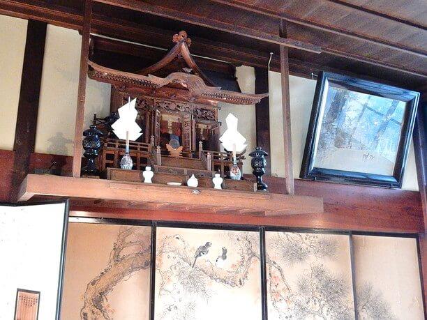 茶の間の神棚